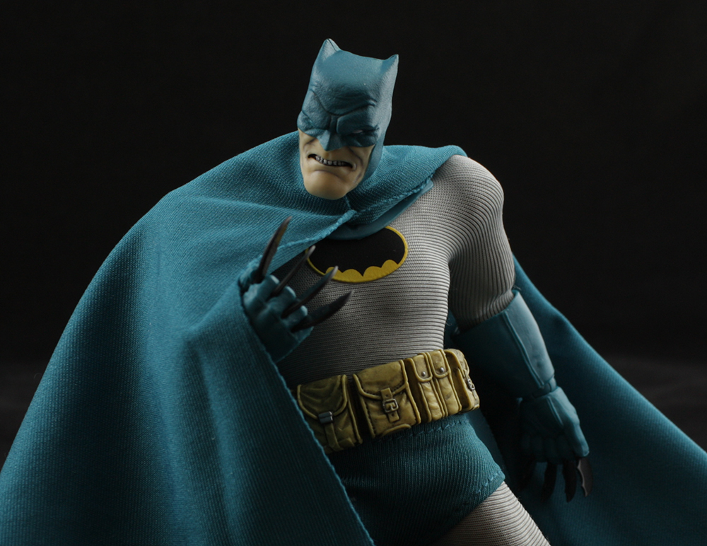 Mezco One:12 Dark Knight Returns Batman (Previews) Review