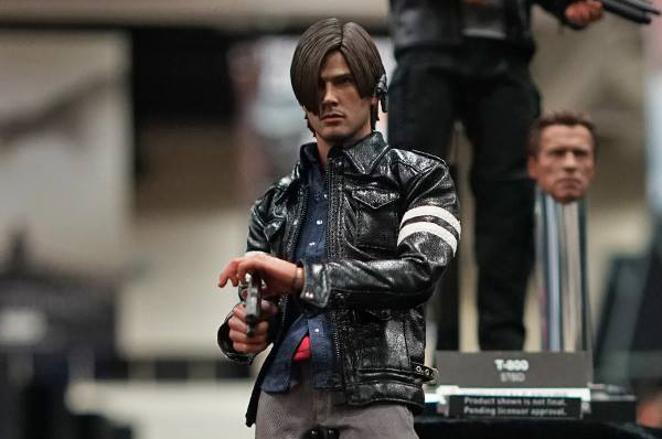 SDCC 2015: Hot Toys 1/6 Resident Evil and Metal Gear Rising