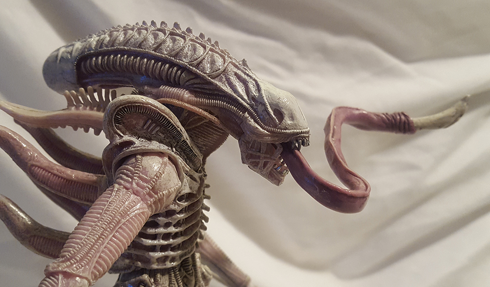NECA Aliens Series 9 Albino Drone Xenomorph Review
