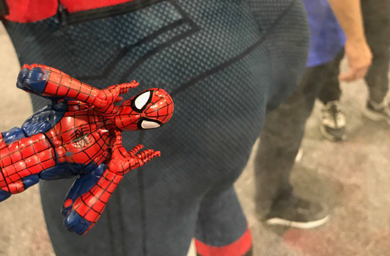 HASCON: Hasbro Marvel Legends Put It On the Glass!